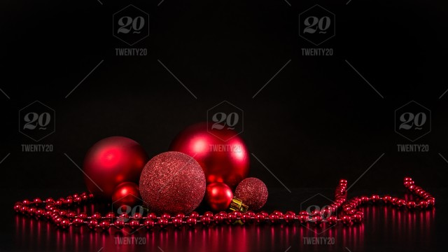 stock-photo-decoration-black-background-copy-space-red-christmas-christmas-ball-glass-decoration-02396be0-f69b-438c-afac-4df063f6e95c